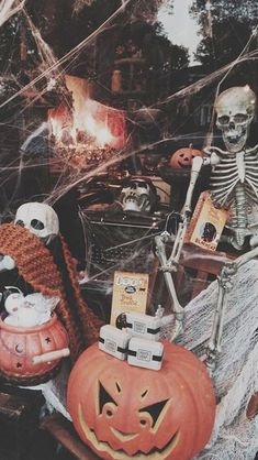 : Skeletons, spiderwebs, pumpkins, jack-o-lanterns, chalkboard sign. Fall inspiration and photo ideas. Things to do during fall. Retro Halloween, Halloween Town, Halloween Tumblr, Photo Halloween, Halloween Season, Happy Halloween, Halloween Illustration, Fall Inspiration, Auto Retro