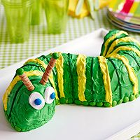 Caterpillar cake made with a bundt pan. Just cut cake in half and arrange in a caterpillar shape! Cute idea for a smash cake, if I can find a mini-bundt pan. Caterpillar Cake, Hungry Caterpillar Party, Monarch Caterpillar, Boy Birthday, Birthday Parties, Birthday Cakes, Birthday Ideas, Birthday Banners, Third Birthday