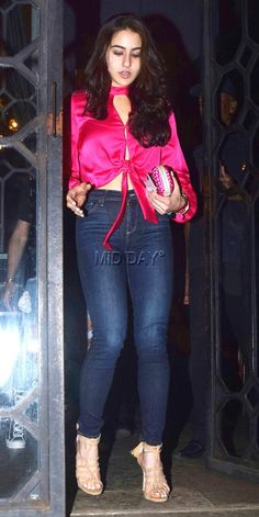 Bollywood newbie and daughter of actors Saif Ali Khan and Amrita Singh, Sara Ali Khan made heads turn with her casual avatar as she was spotted exiting a restaurant in Bandra. Most Beautiful Bollywood Actress, Bollywood Actress Hot, Beautiful Indian Actress, Bollywood Celebrities, Tamil Actress, Bollywood Bikini, Indian Bollywood, Bollywood Fashion, Bollywood Stars