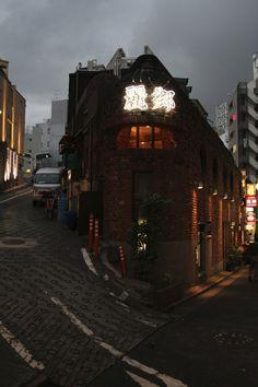 hiromitsu:    Shibuya - Tokyo - Japan - April 2012 by robin helder on Flickr.