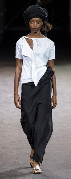 Yohji Yamamoto Spring-summer 2019 – Ready-to-Wear Yohji Yamamoto Spring-summer 2019 – Ready-to-Wear – www. Fashion Details, Fashion Design, Fashion Trends, Fashion Ideas, Fashion Tips For Women, Womens Fashion, Hipster, Tokyo Fashion, Fashion Hats
