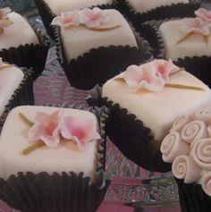 Você não pode perder! Nesse sábado nossa degustação especial de Cup Cakes... Agende conosco pelos telefones 3751-4560 2506-1625 , ou por nosso email orcamento@artepincelecia.com.br