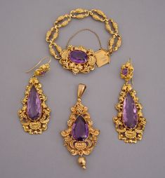 GEORGIAN 15 carat amethyst and yellow gold pendant, bracelet and earrings set in pinchbeck, circa Gold Earrings Designs, Gold Jewellery Design, Necklace Designs, Gold Jewelry, Fine Jewelry, Ancient Jewelry, Antique Jewelry, Vintage Jewelry, India Jewelry