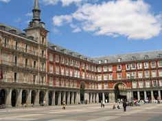Plaza Mayor en Madrid - http://vivirenelmundo.com/plaza-mayor-en-madrid/4251