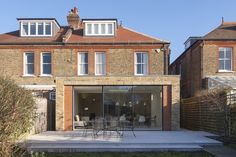Located within a Conservation Area, the Brick House is a fine example of domestic Edwardian architecture typical of many London suburbs. Brick Extension, Single Storey Extension, House Extension Design, Extension Ideas, Edwardian Architecture, Architecture Details, Modern Patio Doors, Patio Steps, Edwardian House
