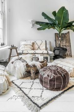 Design Styles: 8 Popular Types Explained A fusion of Scandinavian and Bohemian Chic decor. Fluffy and warm by Paulina Arcklin.A fusion of Scandinavian and Bohemian Chic decor. Fluffy and warm by Paulina Arcklin. Bohemian Living, Bohemian Chic Decor, Bohemian Interior Design, Home Interior Design, Modern Bohemian, Bohemian Decorating, Bohemian Room, Hippie Chic, Bohemian Apartment