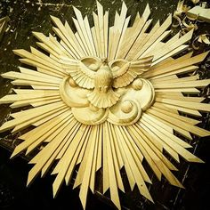 We celebrate creative hands and mind. Catholic Altar, Wood Clocks, Sacred Art, Golden Dog, Christmas Carol, Wood Design, Wood Carving, Diy Beauty, Wood Crafts
