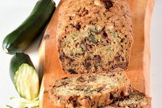 Pain aux courgettes et aux dattes | coupdepouce.com Breakfast Recipes, Dessert Recipes, Scones, Banana Bread, Sweet Tooth, Sandwiches, Sweets, Lunch, Fruit
