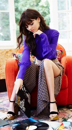 Victoria and her records. Des Femmes D Gitanes, Victoria Justice Outfits, Vicky Justice, Victorious Justice, Sexy Legs And Heels, Instagram Girls, Instagram Makeup, Girls In Love, Beautiful Actresses