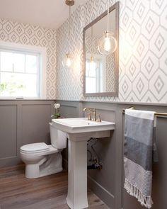 jaimeeroseinteriors #powderroom #bathroomdesign #wallpaper Photo by @isaacbailey