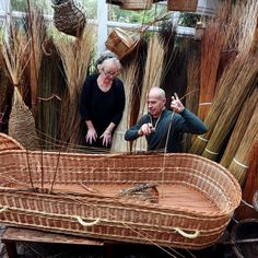 Read New class teaches people how to weave their own coffin from willow latest on ITV News. All the And Finally news Sisal, End Of Life Doula, Green Funeral, Flax Weaving, Basket Weaving, Death Becomes Her, Post Mortem, Funeral Planning, My Father's World