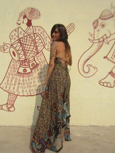 Detalhe do decote das costas do Vestido ONA.