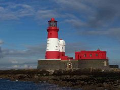 Image from http://upload.wikimedia.org/wikipedia/commons/9/9c/Longstone_Lighthouse_1.jpg.