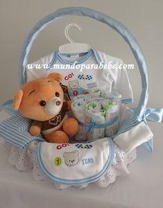 Lindas canastas de regalo diseño Ositos para recién nacido.   Incluye 4 piezas:   - 1 conjunto polo y pantalón con piecitos diseño osito. ...