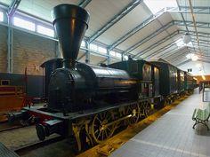 Dampflok der Baureihe B1, No.9 im Finnischen Eisenbahnmuseum in Hyvinkää, 14.4.13   Dies ist die älteste erhaltene Dampflok Finnlands. Neun Exemplare dieser Baureihe wurden zwischen 1868 und 1890 von Beyer, Peacock and Company aus Manchester beschafft, und waren bis 1928 im Einsatz.  Gewicht  26,4 t Länge    7,924 m Zugkraft 2900 kp Geschw.  60 km/h