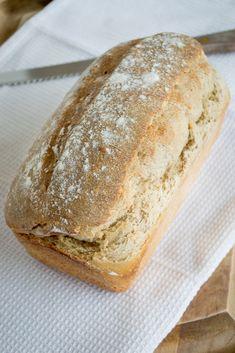 Y ahora que ya aprendimos a hacer Masa Madre, es momento de aprender a hacer un pan con ella. Así que vamos hoy con una receta sencilla, un Pan de Molde con Masa Madre.