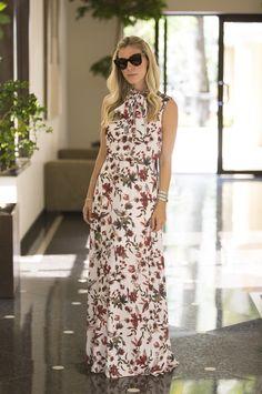 Nati Vozza do Blog de Moda Glam4You vem com esse vestido longo estampa floral perfeito para um look do dia elegante e confortável.