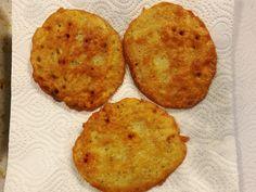 Syrové brambory nastrouháme - pokud budeme bramboráky podávat jako přílohu například k masu, tak na jemném struhadle, pokud jako rychlou a... Muffin, Breakfast, Food, Morning Coffee, Essen, Muffins, Meals, Cupcakes, Yemek