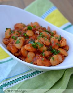 Görögországi nyaralásunk hatására készült ez az étel, nekem nagyon ízlik, érdemes kipróbálni! Görög paradicsomos bab Hozzávalók: 25 dkgnagy szemű fehér bab, olívaolaj,egy nagy fej hagyma, 2 cikk… Weekday Meals, Greek Recipes, Gnocchi, Grilling, Salads, Food And Drink, Gluten, Cooking Recipes, Vegan