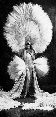 Mistinguett, Les Modes January 1930. Photo by Studio Waléry.