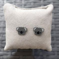Items similar to BO koala head ear studs – mini – Miyuki beads – minimalist pair Stud piercing stud earrings. Earring animals on Etsy Items similar to BO koala head ear studs – mini. Hama Beads Patterns, Beading Patterns, Bead Jewellery, Beaded Jewelry, Beaded Earrings, Stud Earrings, Miyuki Beads, Animal Earrings, Beaded Animals