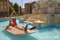 Kayak de cartón Salvemos el Mar Menor. Activismo social. Campaña marketing de guerrilla. Cardboard Kayak Save the Mar Menor. Social activism. Street Marketing.