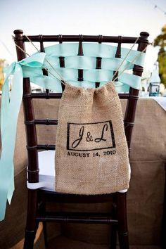 Décoration de salle - Chaises : Sac en toile de jute aux initiales des mariés