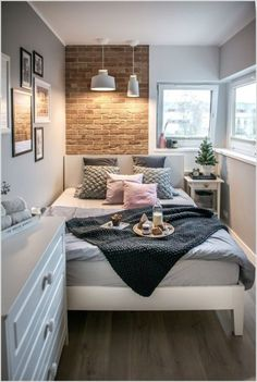 Delight small bedroom ideas photos Bedroom Decor, 25 Small Bedroom Ideas That Are Look Stylishly & Space Saving Small Apartment Bedrooms, Small Room Bedroom, Small Apartments, Home Decor Bedroom, Bedroom Inspo, Tiny Master Bedroom, Tiny Bedrooms, Bedroom Themes, Bedroom Furniture