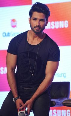 Shahid Kapoor teams up with Shraddha Kapoor - Emirates 24 Bollywood Images, Bollywood Couples, Bollywood Stars, Bollywood Celebrities, Bollywood Fashion, Bollywood Actress, Indian Boy, Indian Star, Shahid Kapoor