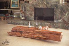 Mesinha de centro feita de tronco de madeira maciça. Perfeita para casas de campo!! https://www.homify.com.br/espacos/salas-de-estar