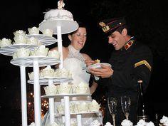 Bolos de casamento em miniatura. #casamento #bolodosnoivos #bolos #miniaturas