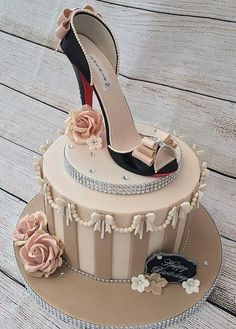 Cake by Lorraine YarnoldYou can find Shoe cakes and more on our website.Cake by Lorraine Yarnold Shoe Box Cake, Shoe Cakes, 40th Birthday Cakes, Birthday Cakes For Women, Bolo Channel, High Heel Kuchen, Fondant Cakes, Cupcake Cakes, High Heel Cakes