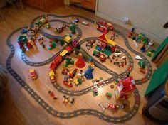 Train Duplo - oh, wow! Lego Duplo Train, Wooden Train, Preschool Themes, Lego Projects, Train Set, Train Tracks, Lego Building, Legoland, Lego City