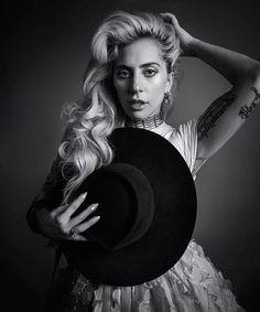 Extra: @Ladygaga acaba de cancelar o show que faria na abertura do Rock in Rio! Quem irá substituir Gaga será a banda americana @maroon5. Em seu twitter a cantora escreveu Brasil estou devastada que não estou bem o suficiente para ir ao Rock in Rio. Eu faria qualquer coisa por vocês mas tenho que cuidar da minha saúde neste momento. (Foto @inezandvinoodh para @harpersbazaarus) via HARPER'S BAZAAR BRAZIL MAGAZINE OFFICIAL INSTAGRAM - Fashion Campaigns Haute Couture Advertising Editorial Photo
