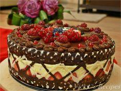 Tort cu fructe, cremă diplomat cu mascarpone şi blat de ciocolată Delicious Deserts, Sweet Cakes, Yummy Cakes, Tiramisu, Cheesecake, Food And Drink, Cooking Recipes, Sweets, Candy