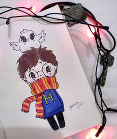 sh Créditos a criado… Harry Potter drawing ❤️ Grace Brillantes-Evangelista.sh Credits to creator of the drawing Naomi Lord Harry Potter Kawaii, Harry Potter Sketch, Arte Do Harry Potter, Cute Harry Potter, Harry Potter Drawings, Harry Potter Memes, Kawaii Drawings, Disney Drawings, Easy Drawings