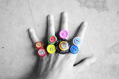 #manualidad de mujeres #anillos con botones de colores
