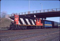 CANADIAN NATIONAL RAILROAD  CN  CNR  GP9  4366  BROCKVILLE, ONTARIO  NOV/84