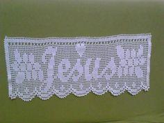Barra para toalha da igreja. Crochet Placemats, Crochet Doilies, Crochet Lace, Filet Crochet, Crochet Stitches, Crochet Patterns, Irish Lace, Needlework, Diy And Crafts