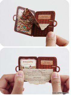 Um cartão divertido e bem diferente para uma empresa de viagens! #CartoesDeVisita #Branding #Business #Card #Criatividade #TudoMKT #TudoMarketing
