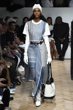 JW Anderson Spring 2019 Ready-to-Wear Collection - Vogue Fast Fashion, Sport Fashion, Trendy Fashion, Fashion Tips, Spring Fashion Trends, Spring Summer Fashion, Runway Fashion, Autumn Fashion, Spring Trends