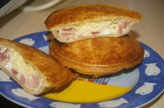 Mothers Day Brunch Picnic ideas - Ned Kelly Pies and a lot more! by Domesblissity Ned Kelly, Mini Pie Recipes, Cooking Recipes, Pastry Recipes, Cooking Ideas, Budget Recipes, Budget Meals, Sunbeam Pie Maker, Frozen Puff Pastry