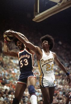 Artis Gilmore of the Kentucky Colonels and Darnell Hillman of the Indiana Pacers, Basketball Leagues, Basketball Legends, Football And Basketball, Basketball Players, Basketball Pictures, Sports Pictures, Kentucky Colonel, Nba League, Basketball Association