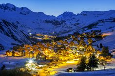 Scattered hamlets composed of traditional chalets, oratories and fountains, these mountain villages have kept their authenticity. The family resort Saint-Jean d'Arves consists of small hamlets nestling at the foot of the Needles of Arves. © Frederic Prochasson - fotolia.com