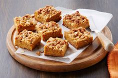 Use on-hand ingredients to make Gingerbread-Pumpkin Crumble Bars for the Thanksgiving dessert table! Guests will love these delicious pumpkin crumble bars. Pumpkin Pie Bars, Pumpkin Spice Syrup, Kraft Recipes, Just Desserts, Dessert Recipes, Dessert Bars, Dessert Table, Dessert Ideas, Baking Recipes