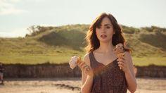 Scrivimi ancora: Lily Collins in una scena del film