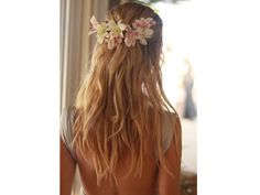 beach wedding hair, hair partially down? Light curls, not straight. Not for me, but possibly for the girls? My Hairstyle, Boho Hairstyles, Summer Hairstyles, Pretty Hairstyles, Wedding Hairstyles, Hairstyles Haircuts, Flower Hairstyles, Romantic Hairstyles, Hairstyle Tutorials