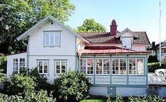 Sött litet hus med intressant utbyggnation
