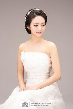 The right hair style and accessories can become a booster for the over all look on your wedding day. These two different hairstyle look more beautiful with the simple accessories on it. Korean Wedding Hair, Diy Wedding Hair, Simple Wedding Hairstyles, Bride Hairstyles, Bridal Hair, Wedding Dresses, Up Hairdos, Hairstyle Look, Different Hairstyles