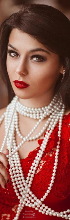 Precious Pearls - Desire of every Woman: Photo Red Fashion, White Fashion, Beautiful Dream, Beautiful Women, Pearl And Lace, Glamour, Every Woman, Lady In Red, Marie